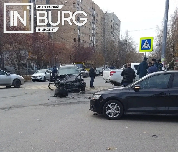 На перекрестке улиц Сулимова - Менделеева произошл...