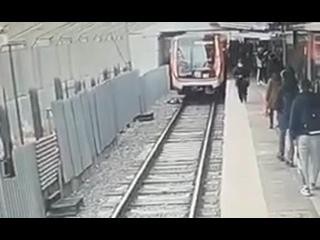 🚆 Сегодня на станции метро «Филевский парк» парень...