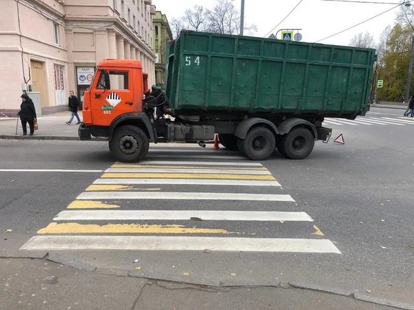 Мусоровоз сбил 10-летнего мальчика на пешеходном п...