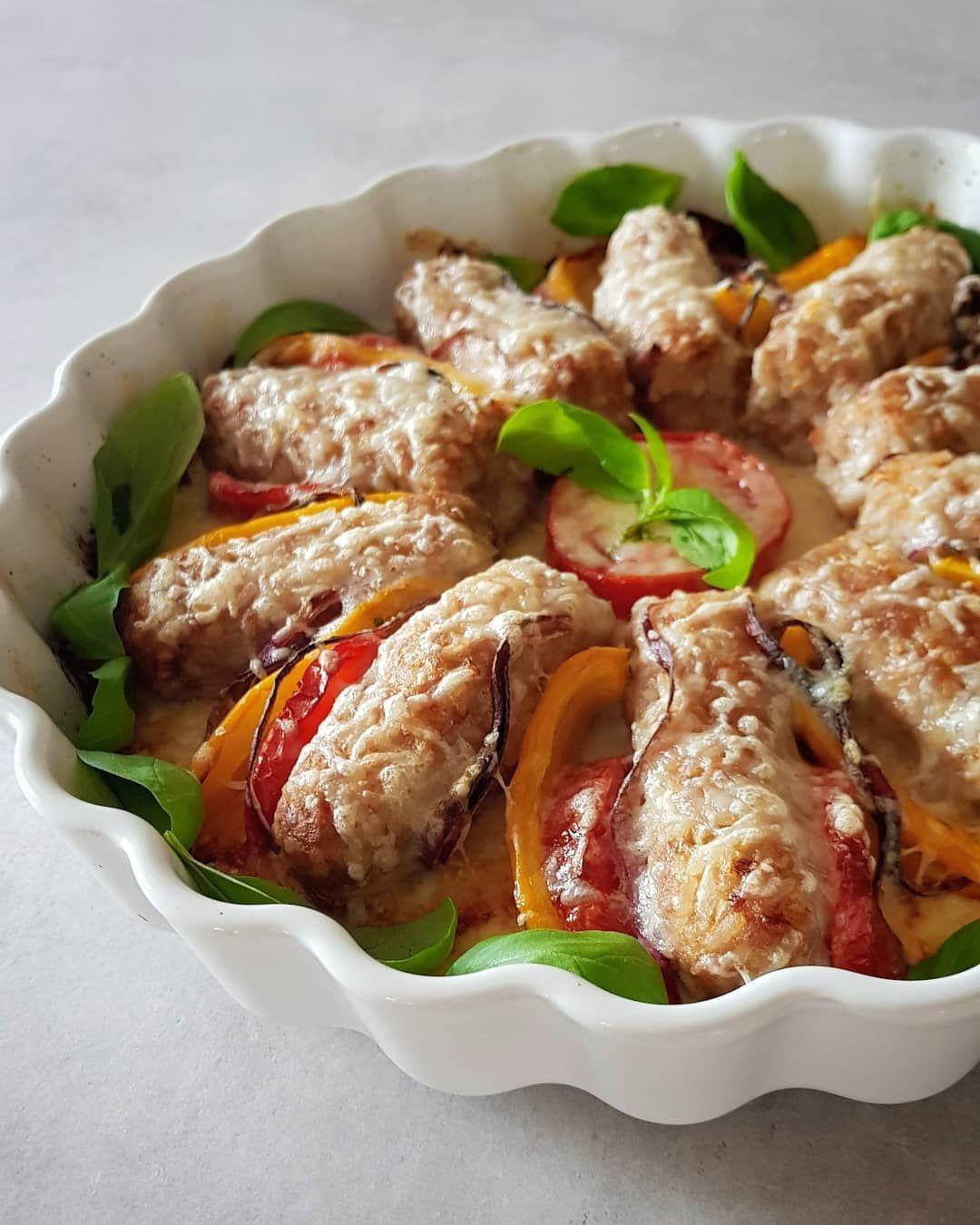 Мясные  колбаски, запечённые в духовке.