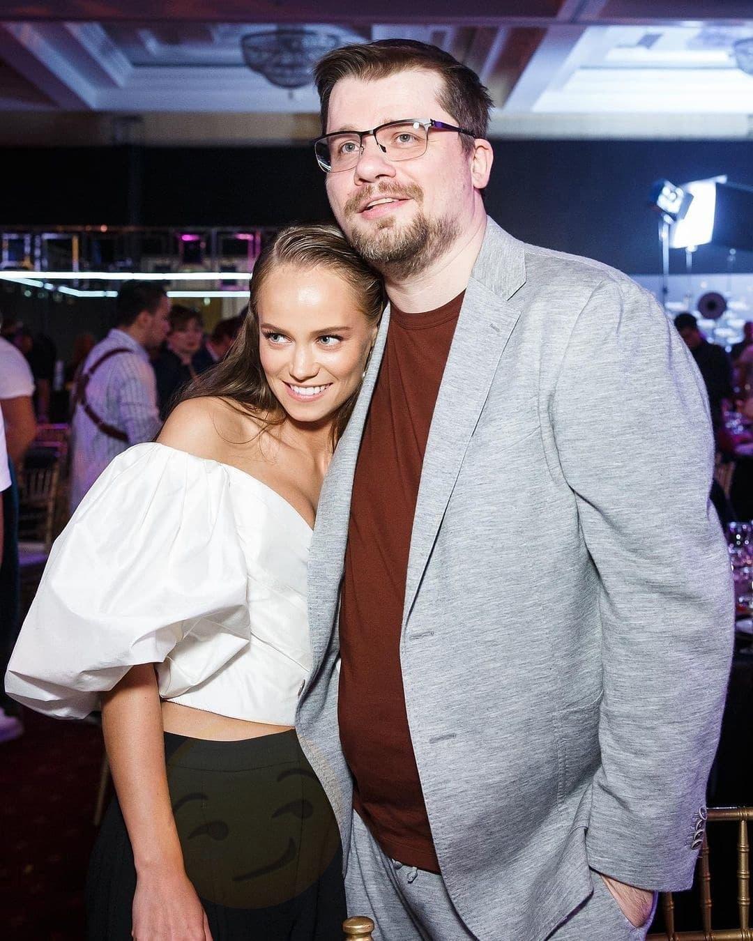 Гарик Харламов больше не скрывает свою новую возлюбленную