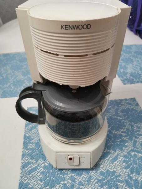 Отдам даром кофеварку, работает отлично....